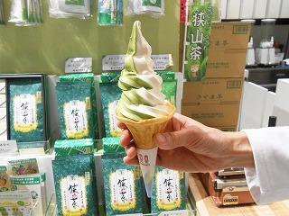 抹茶・白雪ソフトクリーム
