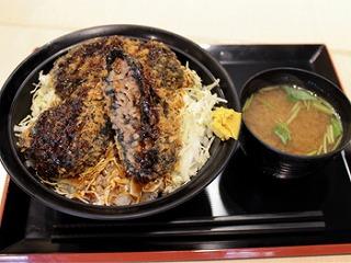 ブラックメンチ丼