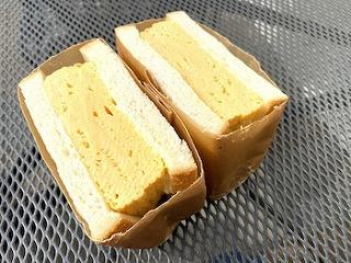 ずっしり重たい厚焼玉子サンド