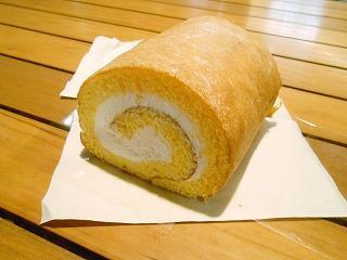 山梨 桃の米粉 ロールケーキ