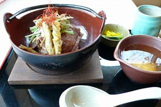 牛肉とゴボウのシャキシャキ丼